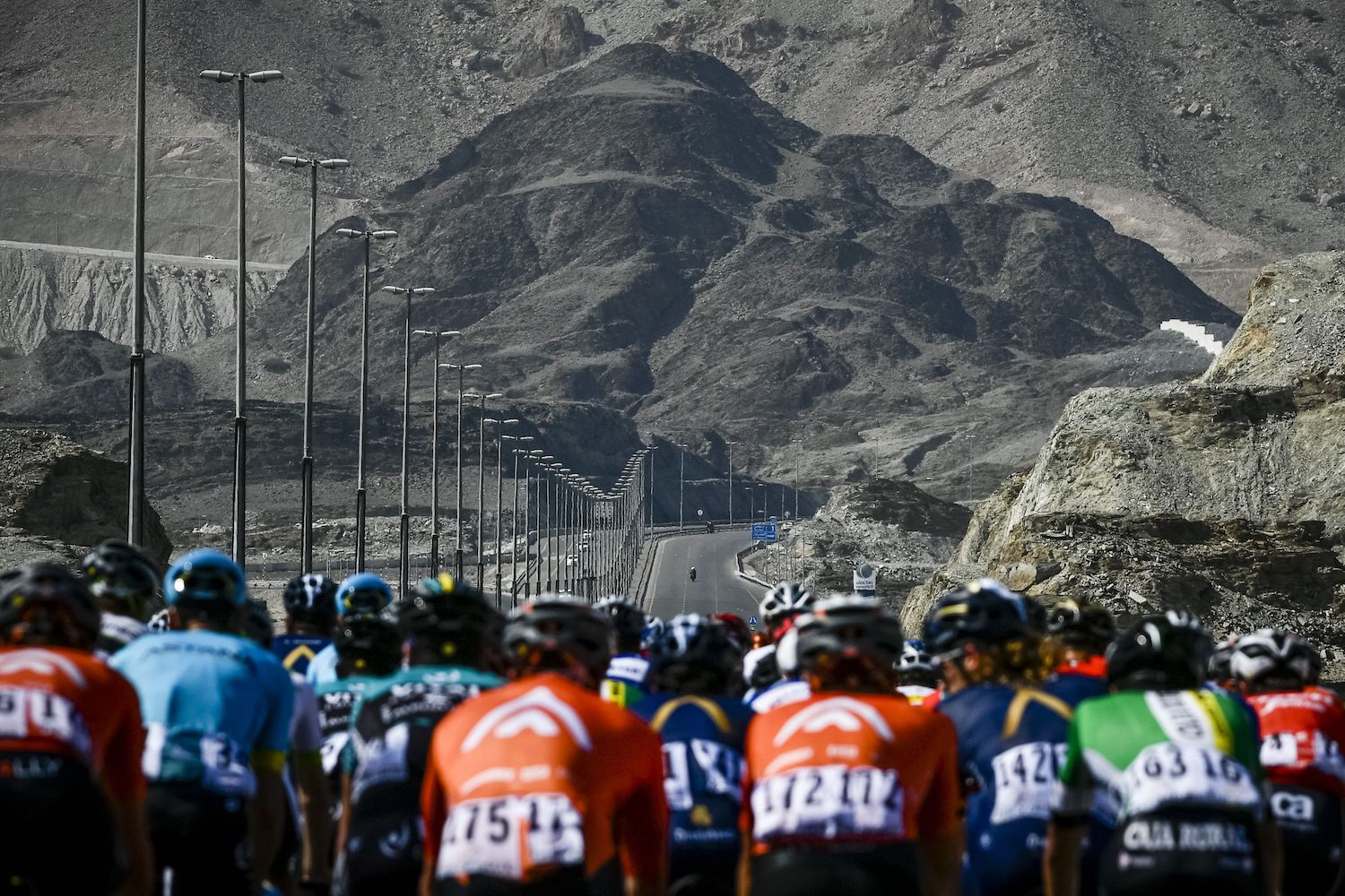 TOPSHOT - The peloton rides during the fourth stage of the cycling Tour of Oman between Yiti and Ministry of Tourism near Al Amerat on February 16, 2018. / AFP PHOTO / Philippe LOPEZ        (Photo credit should read PHILIPPE LOPEZ/AFP/Getty Images)