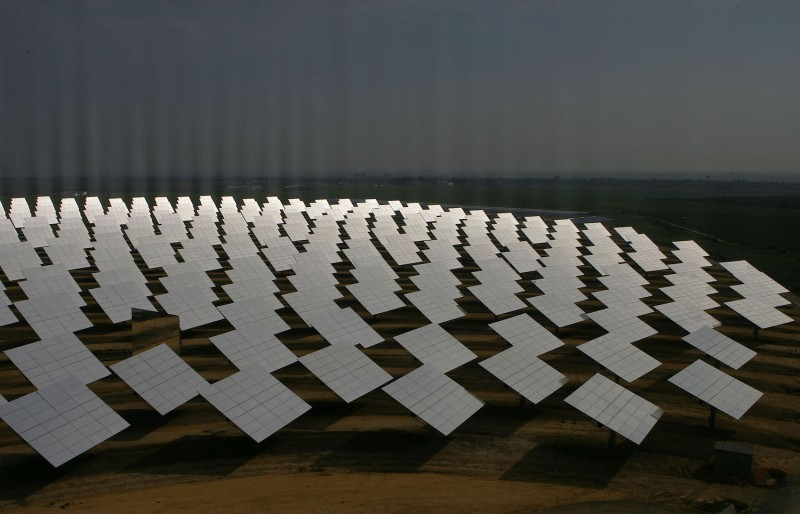 The reflectors at the PS10 solar tower plant sit at Sanlucar la Mayor outside Seville on April 24, 2007 in Seville, Spain. (Denis Doyle/Getty Images)