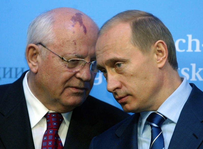 Vladimir Putin talks to former Soviet President Mikhail Gorbachev before a press conference in Germany. (JOCHEN LUEBKE/AFP/Getty Images)