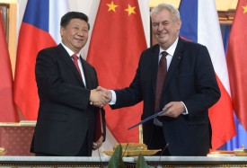 Chinese President Xi Jinping shakes hand with Czech President Milos Zeman in Prague on March 29, 2016. (Michal Cizek/AFP/Getty Images)