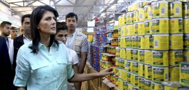 Nikki Haley, the U.S. ambassador to the U.N., tours a U.S.-funded supermarket in the Zaatari refugee camp in Jordan on May 21, 2017.  (Raad Adayleh/AFP/Getty Images)