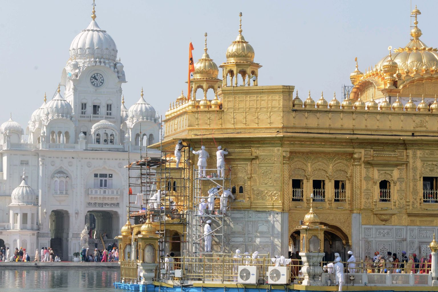 TOPSHOT - Volunteers from Birmingham's Guru Nanak Nishkam Sewak Jatha in Britain clean the gold plating of the Golden Temple Sikh Shrine in Amritsar on March 8, 2018. / AFP PHOTO / NARINDER NANU        (Photo credit should read NARINDER NANU/AFP/Getty Images)
