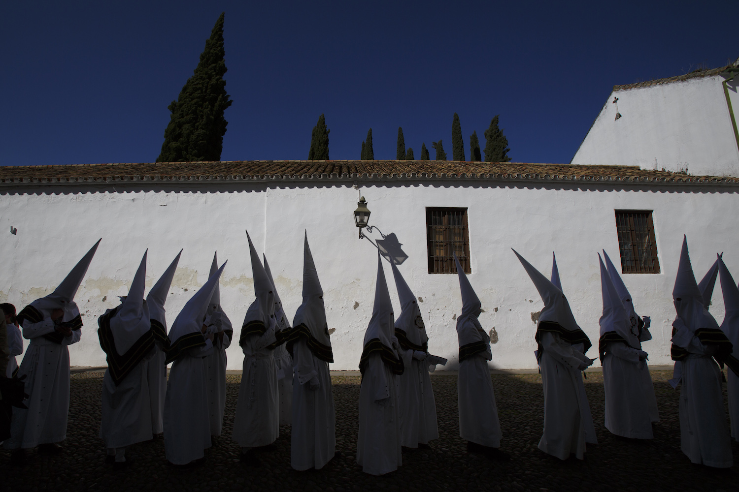 Penitents from La Paz brotherhood queue to enter Capuchinos Church before a procession during Easter Wednesday on March 28, 2018 in Cordoba, Spain. Spain celebrates the holy week before Easter with processions in most Spanish towns and villages.  (Photo by Pablo Blazquez Dominguez/Getty Images)