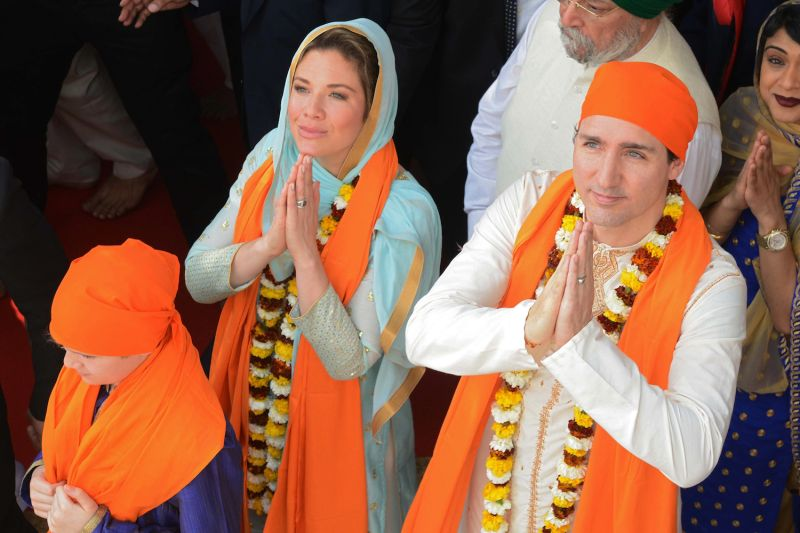 Canadian Prime Minister Justin Trudeau (R) along with his wife Sophie Gregoire (L) pay their respects at the Sikh Golden Temple in Amritsar, India on February 21, 2018.