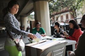 A voter casts her ballot in the referendum to end the guerrilla war between the FARC and the Colombian government in Bogotá on Oct. 2, 2016. (Mario Tama/Getty Images)