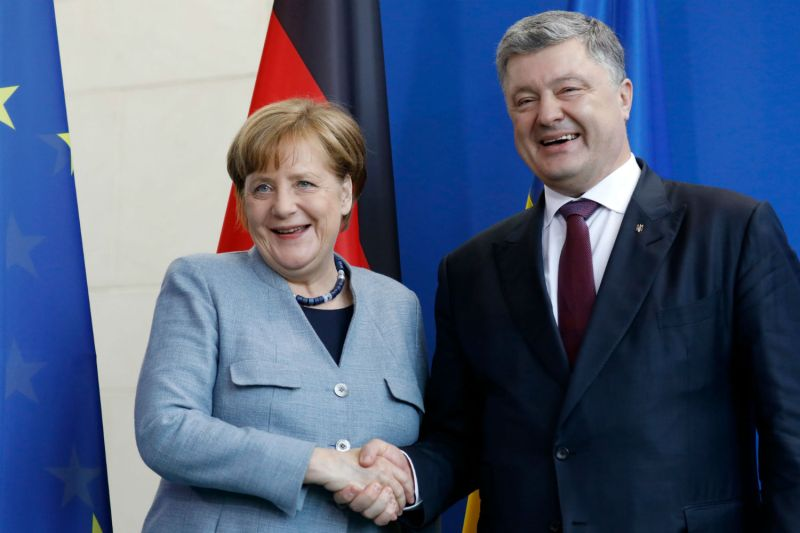 German Chancellor Angela Merkel with Ukraine's President Petro Poroshenko, in Berlin, Apr. 10, 2018. (Odd Andersen/AFP/Getty Images)