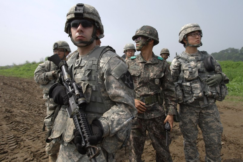 U.S. and South Korean soldiers in Yeoncheon-gun, South Korea on May 30, 2013. (Chung Sung-Jun/Getty Images)