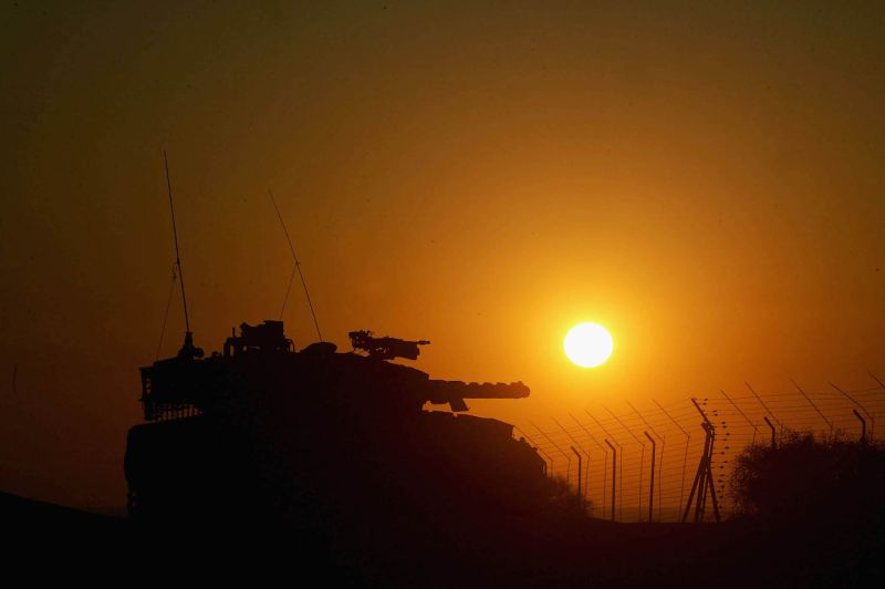 An Israeli tank in the southern Gaza Strip on Sep. 1, 2005. (Abid Katib/Getty Images)