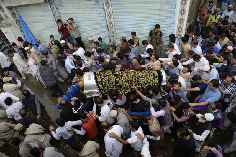 Kashmiri Muslims carry the coffin of slain journalist Shujaat Bukhari during a funeral procession at Kreeri, India on June 15, (TAUSEEF MUSTAFA/AFP/Getty Images)
