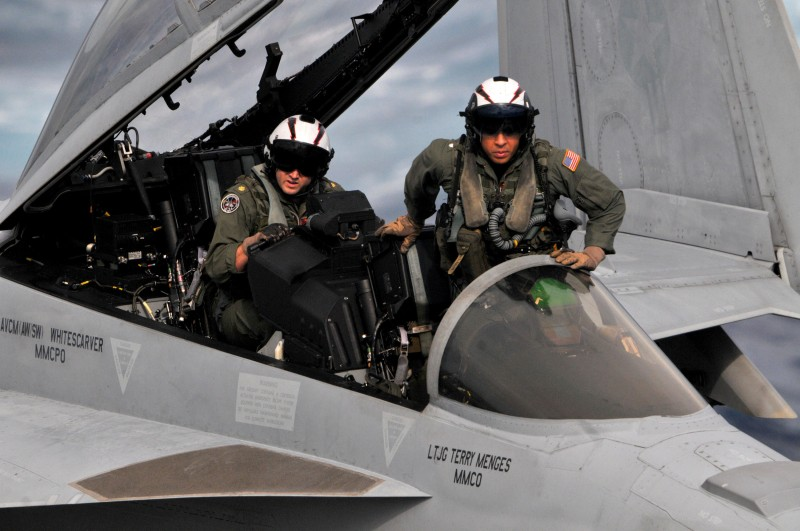 US Navy pilots of an EA-18G Growler electronic warfare aircraft prepare for takeoff from the USS George Washington aircraft carrier (U.S. Navy)