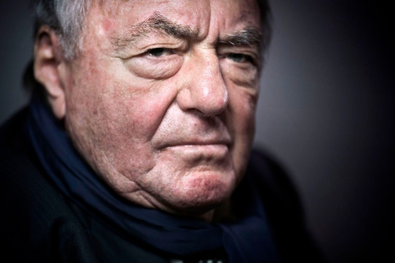 French writer, journalist and movie producer Claude Lanzmann poses in Paris on Feb. 11, 2016. (Joel Saget / AFP)