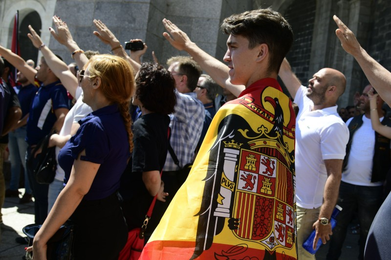People make the fascist salute at La Basilica The Valley of Fallen in San Lorenzo del Escorial near Madrid on July 15, 2018, as they protest against the removal of Franco's remains from The Valley of Fallen. (JAVIER SORIANO / AFP)