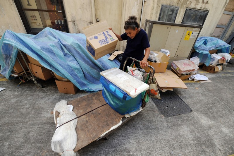 Lim Zheng Jie Wo, 76, scavenges in a back lane of the financial district in Singapore on January 5, 2009. (ROSLAN RAHMAN/AFP/Getty Images)