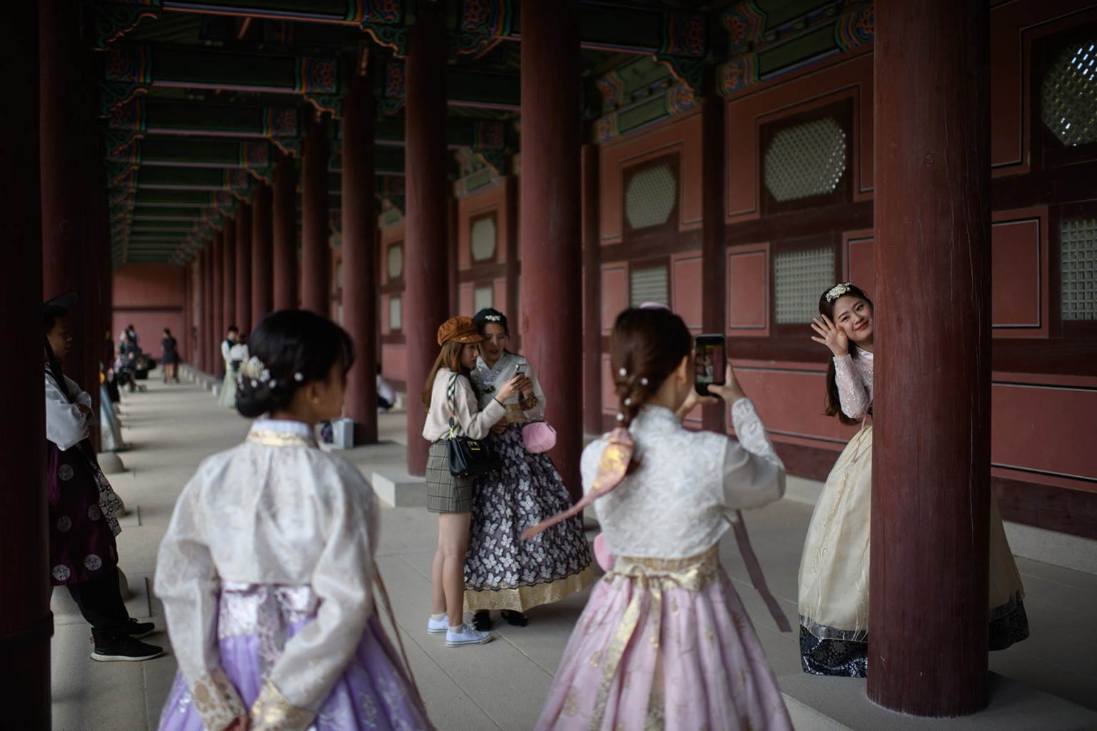 Visitors wearing traditional Korean hanbok dresses pose for photos at Gyeongbokgung palace in Seoul on Sept. 26. ED JONES/AFP/Getty Images