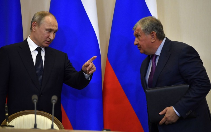 Russian President Vladimir Putin gestures as he talks with Igor Sechin, the CEO of oil giant Rosneft, following his meeting with Italy's Prime Minister in Sochi on May 17, 2017. (Yuri Kadobnov/AFP/Getty Images)