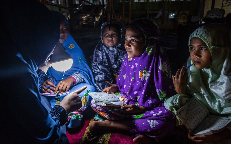 Children read the Quran at a temporary shelter after the tsunami and earthquake in Palu, Indonesia, on Oct. 9. (Ulet Ifansasti/Getty Images)
