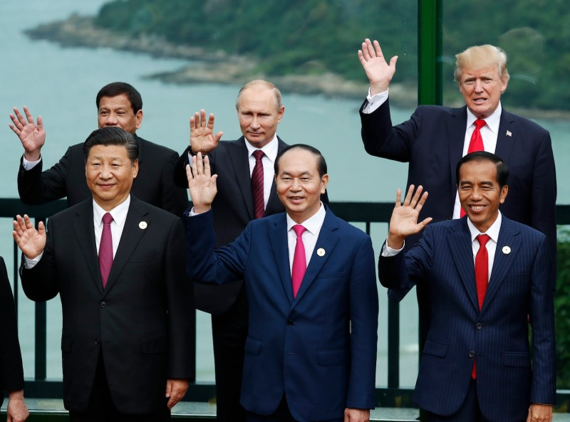 Chinese President Xi, Russian President Vladimir Putin, and U.S. President Donald Trump pose with other Asian leaders during the Asia-Pacific Economic Cooperation summit in Danang, Vietnam on Nov. 11, 2017. (Jorge Silva/AFP/Getty Images)