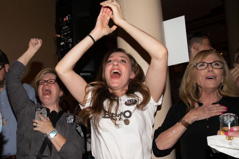 Democrats cheer results of midterm election in Austin, Texas, Nov 6 (SUZANNE CORDEIRO/AFP/Getty Images)