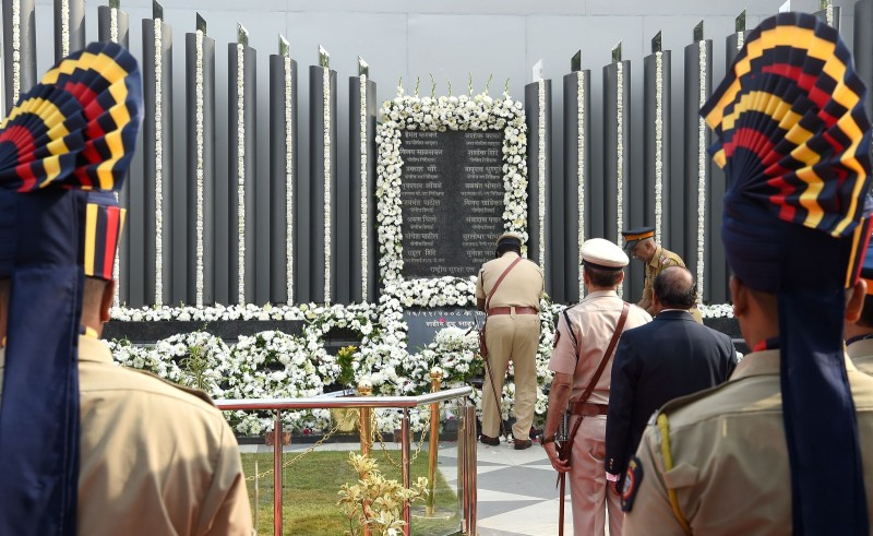 Mumbai police pay respects at the Police Memorial during an event to commemorate the 10th anniversary of the 2008 Mumbai militant attacks in Mumbai on November 26, 2018. ( INDRANIL MUKHERJEE/AFP/Getty Images)