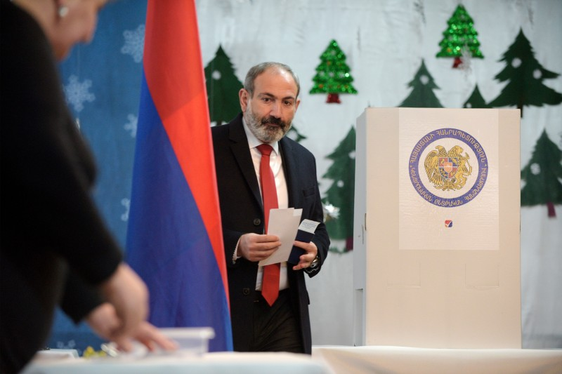 Nikol Pashinyan casting his ballot during early parliamentary elections in Yerevan on Dec. 9, 2018. (Karen Minasayan/ AFP/Getty Images)