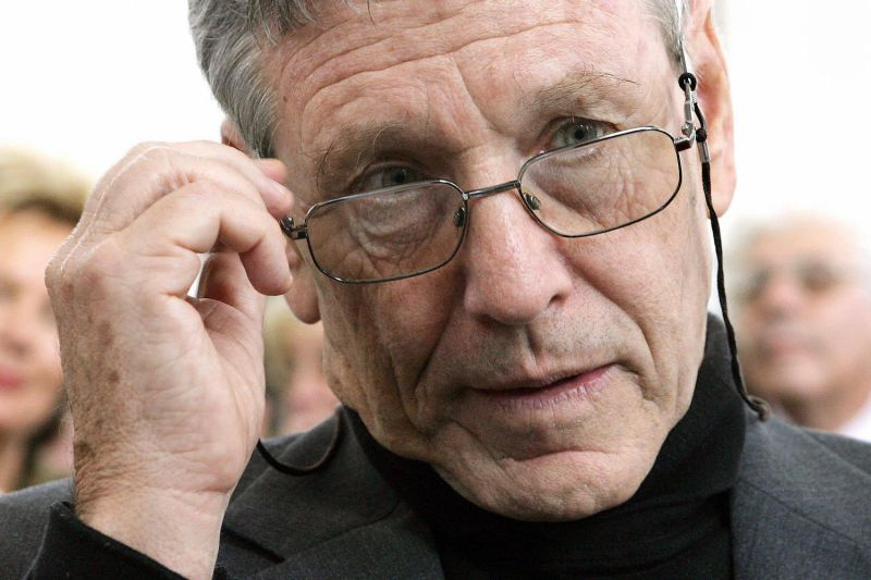 Israeli writer and peace activist Amos Oz in Frankfurt, Germany, in 2005. (Thomas Lohnes/AFP/Getty Images)