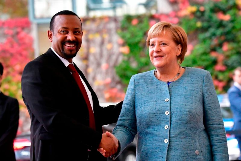 German Chancellor Angela Merkel welcomes Ethiopian Prime Minister Abiy Ahmed on October 30, 2018 in Berlin.
