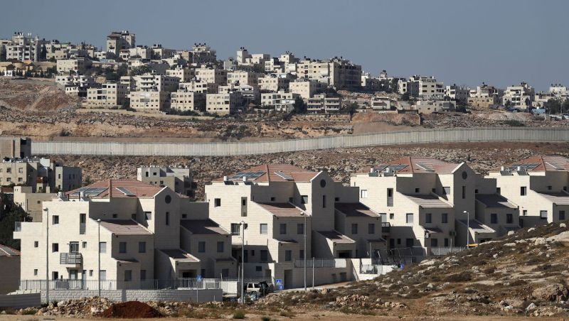 A picture taken on September 27, 2018 shows the Israeli settlement of Neve Yaakov (foreground) in the northern area of east Jerusalem and the Palestinian neighborhood of al-Ram (background) in the West Bank.