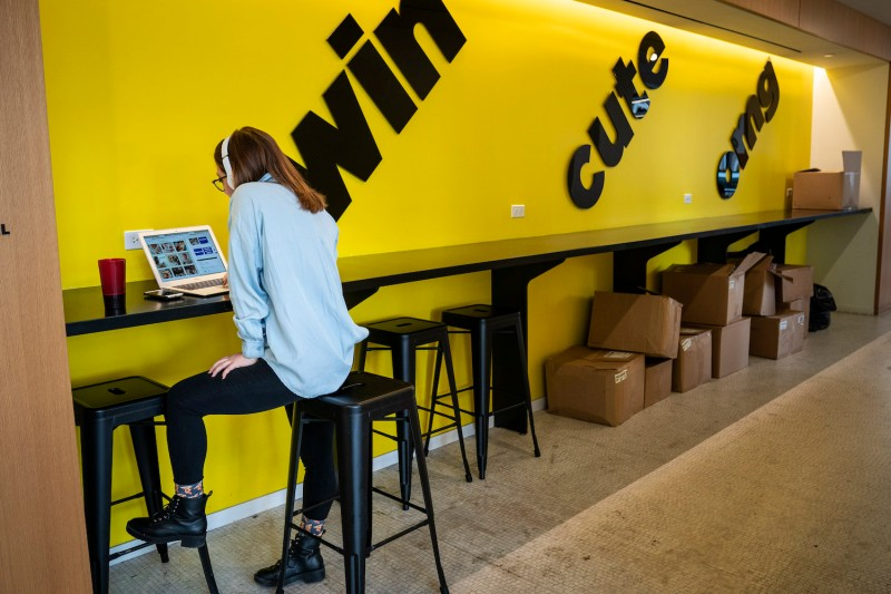 An employee works on a laptop at BuzzFeed headquarters, December 11, 2018 in New York City. (Photo by Drew Angerer/Getty Images)