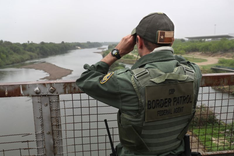 A U.S. Border Patrol agent scans the U.S.-Mexico border on March 13, 2017, in Roma, Texas. (John Moore/Getty Images)