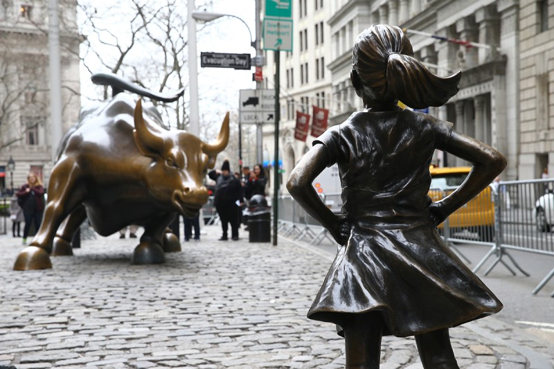 The Fearless Girl statue looks up at Wall Street's Charging Bull sculpture in New York on March 29, 2018.  (Volkan Furuncu/Anadolu Agency/Getty Images)