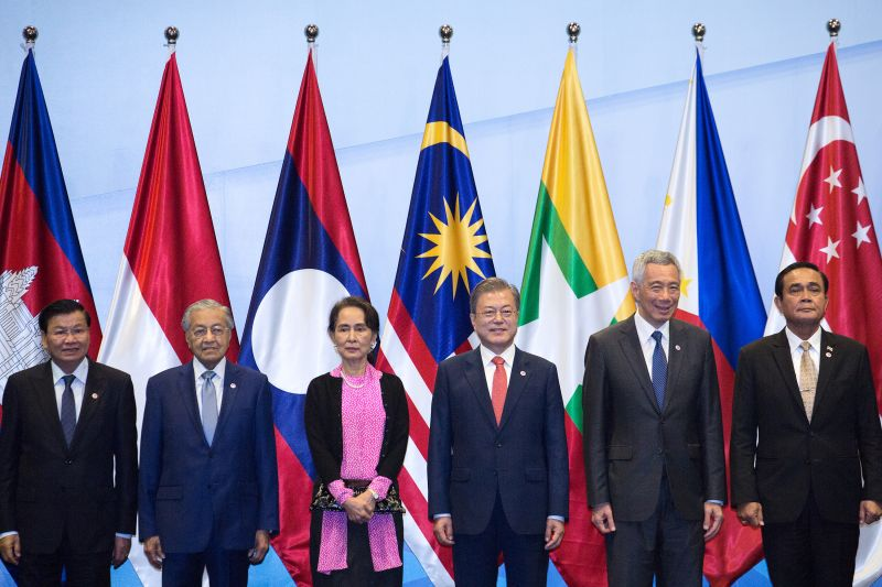 Laos Prime Minister Thongloun Sisoulith, Malaysia's Prime Minister Mahathir Mohamad, Myanmar's State Counsellor Aung San Suu Kyi, South Korea's President Moon Jae-In, Singapore's Prime Minister Lee Hsien Loong and Thai Prime Minister Prayut Chan-O-Cha pose for a group photo before the start of the ASEAN-China on Nov. 14, 2018 in Singapore. (Ore Huiying/Getty Images)