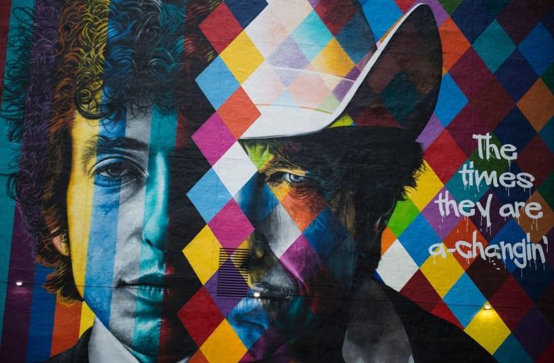 A mural of songwriter Bob Dylan by Brazilian artist Eduardo Kobra in downtown Minneapolis, Minnesota on Oct. 15, 2016. (Stephen Maturen/AFP/Getty Images)