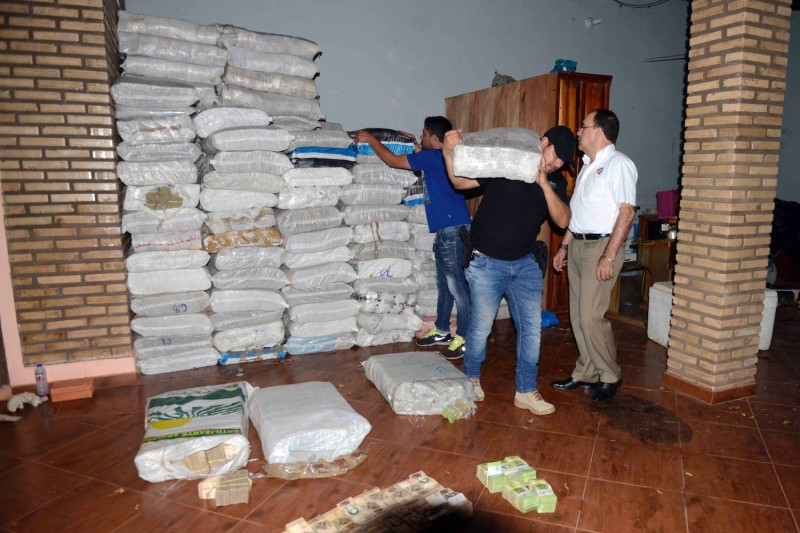 Police seize a hoard of cash in Salto del Guairá, Paraguay on Feb. 14, 2017. (Stringer/AFP/Getty Images)