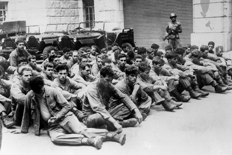 American prisoners of war captured by North Korean forces await liberation at the 38th parallel on Oct. 5, 1950. (Soviet Photo Agency/Bettmann/Getty Images)