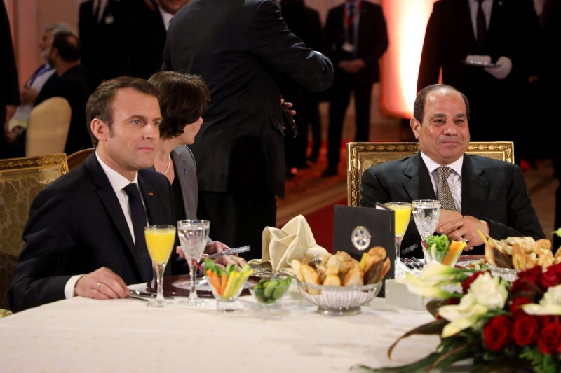 French president Emmanuel Macron (L) and his Egyptian counterpart Abdel Fattah al-Sisi (R) take part in an official diner at the Al Massah hotel, in Cairo, on Jan. 28, 2019.