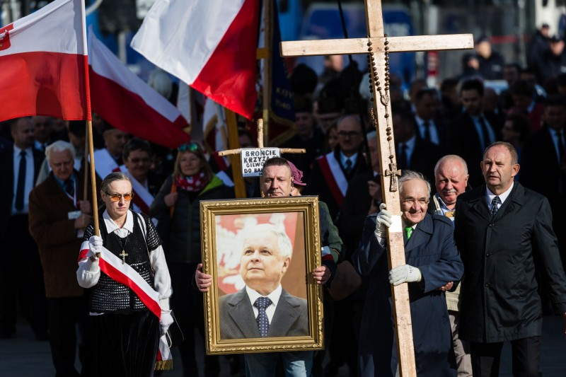 Supporters of the ruling Law and Justice party (PiS) attend a ceremony marking the seventh anniversary of the presidential plane crash in Smolensk, Russia in front of the presidential palace in Warsaw, on April 10, 2017. Then-Polish President Lech Kaczynski the twin brother of PiS's figurehead, Jaroslaw Kaczynski—was among those who died in the crash on April 10, 2010.
