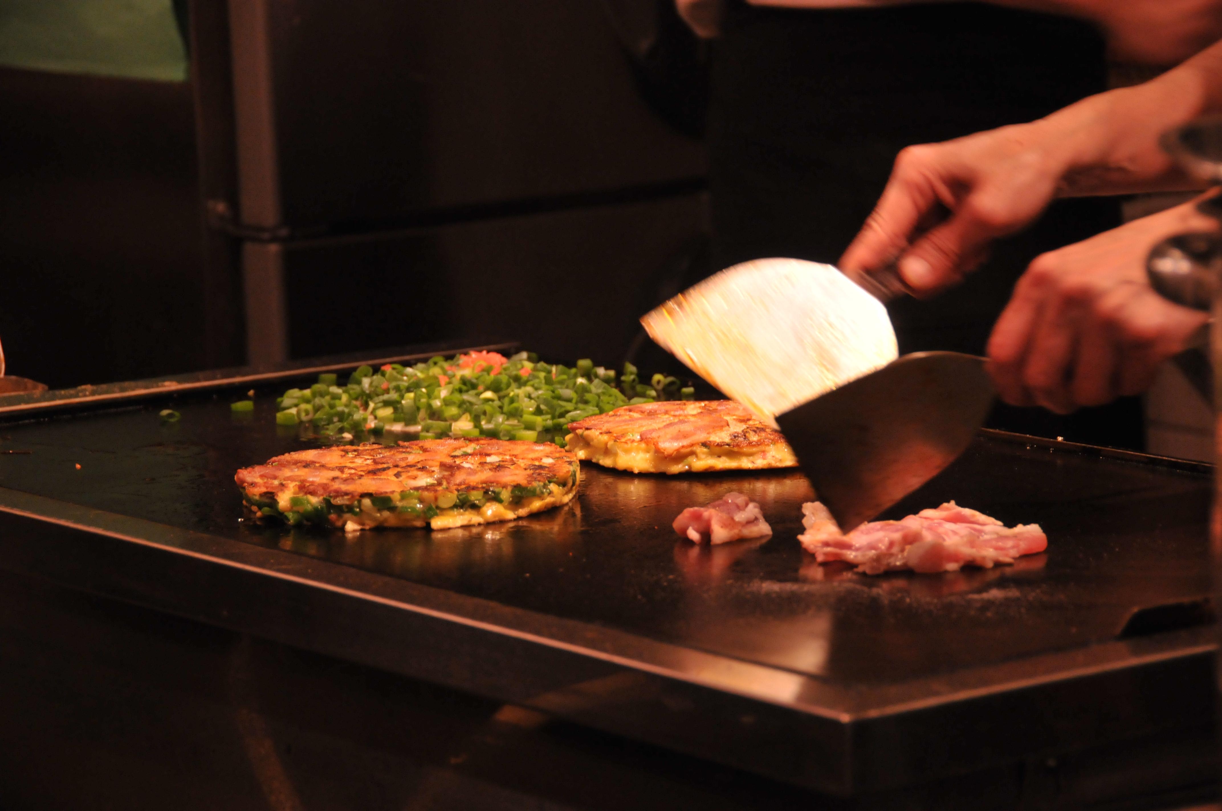 The savory pancake Okonomiyaki is a traditional cuisine of the Kansai region. (Y. Shimzu /JNTO)