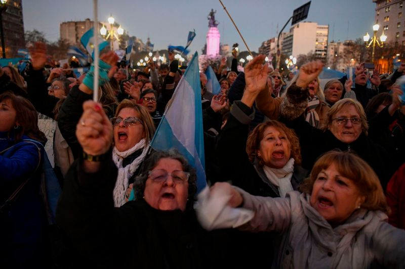 Protesters gather in front of the National Congress in Buenos Aires to demand that senators strip former Argentine President Cristina Fernández de Kirchner of her parliamentary immunity and approve a search order to investigate her as part of a massive anti-corruption case on Aug. 21, 2018. (Eitan Abramovich/AFP/Getty Images)