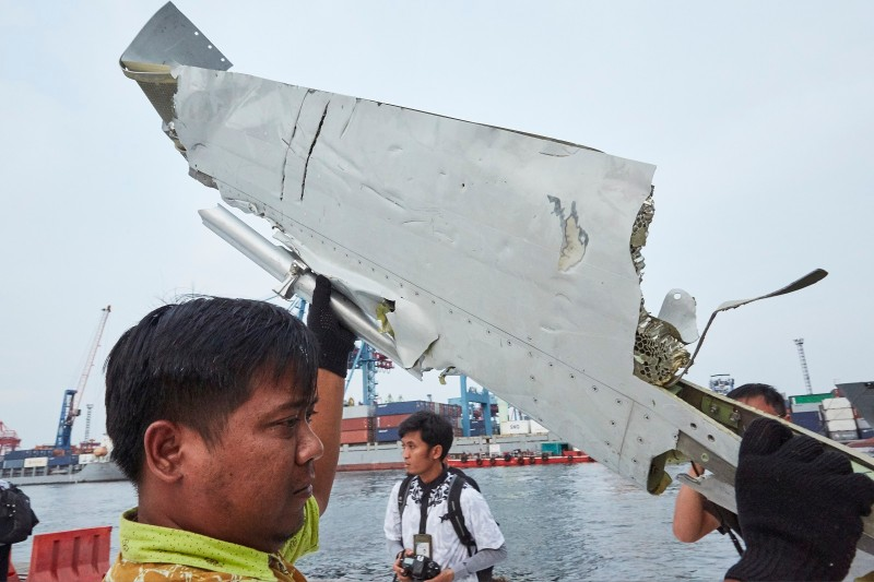 A man carries a piece of the  Lion Air flight JT 610 wreckage which is being moved to another location for further investigation at the Tanjung Priok port on November 2, 2018 in Jakarta, Indonesia..  (Photo by Ed Wray/Getty Images)