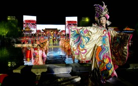 """Artists perform """"Song of the Everlasting Sorrow"""" at the ancient Huaqing Palace on March 29, 2008 in Xian, China. (Photo by China Photos/Getty Images)"""