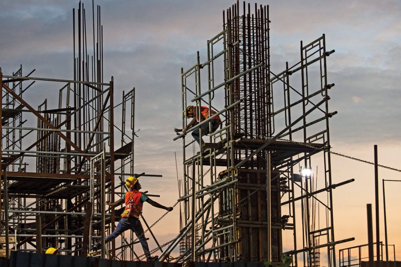 Chinese workers construct a shopping mall at a retail and office complex, part of  a Chinese-backed building boom in Colombo, Sri Lanka, in November 2018. (Paula Bronstein/Getty Images)