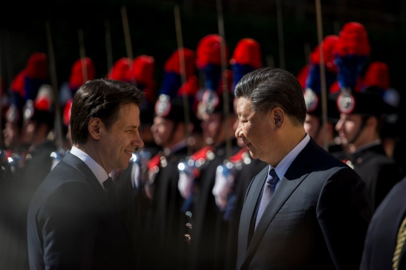 Italian Prime Minister Giuseppe Conte and Chinese President Xi Jinping meet during a ceremony to welcome Xi to Rome on March 23. (Christian Minelli/NurPhoto/Getty Images)