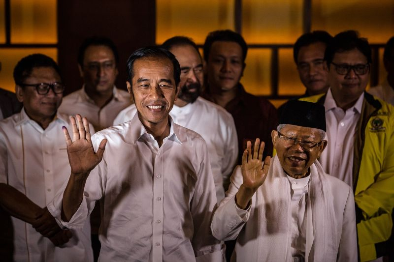 Indonesian incumbent Presidential candidate Joko Widodo and his vice presidential candidate Maruf Amin (R), wave during a press conference after the general election on April 17, 2019 in Jakarta, Indonesia. (Ulet Ifansasti/Getty Images)