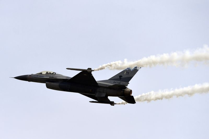 A Pakistani F-16 fighter jet above Islamabad on March 23, 2016. (Aamir Qureshi/AFP/Getty Images)