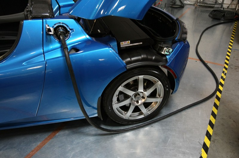 A power cable is seen plugged into a Tesla Roadster after a news conference with California governor Arnold Schwarzenegger June 30, 2008 at Tesla Motors in San Carlos, California.  (Photo by Justin Sullivan/Getty Images)