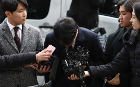 The pop star Seungri, implicated in an abuse scandal, arrives at a Seoul police station on March 14.
