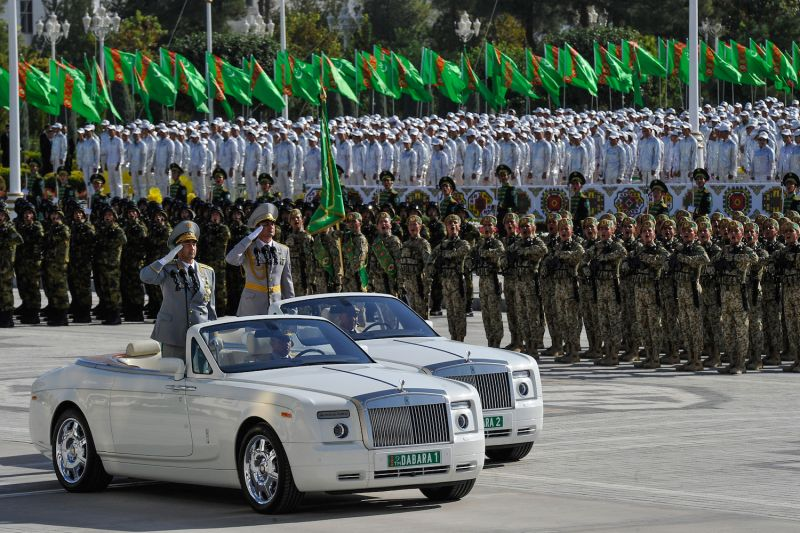 Turkmen service members take part in a military parade in central Ashgabat on Sept. 27, 2018, on the 27th anniversary of Turkmenistan's independence.