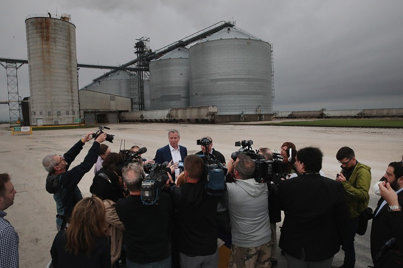 Bill de Blasio speaks to the press following a tour of a biorefinery in Gowrie, Iowa, on May 17.