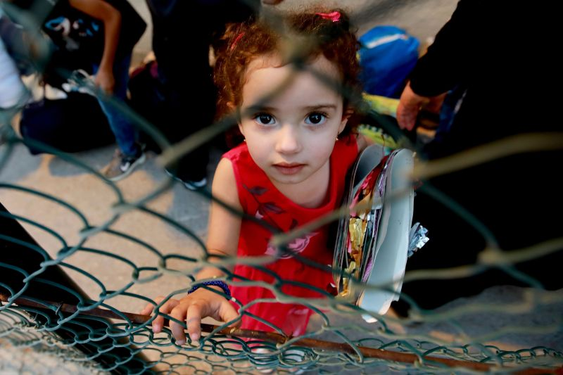 A Syrian refugee child waits as refugees prepare to leave the Lebanese capital Beirut to return to their homes in Syria on September 9, 2018.