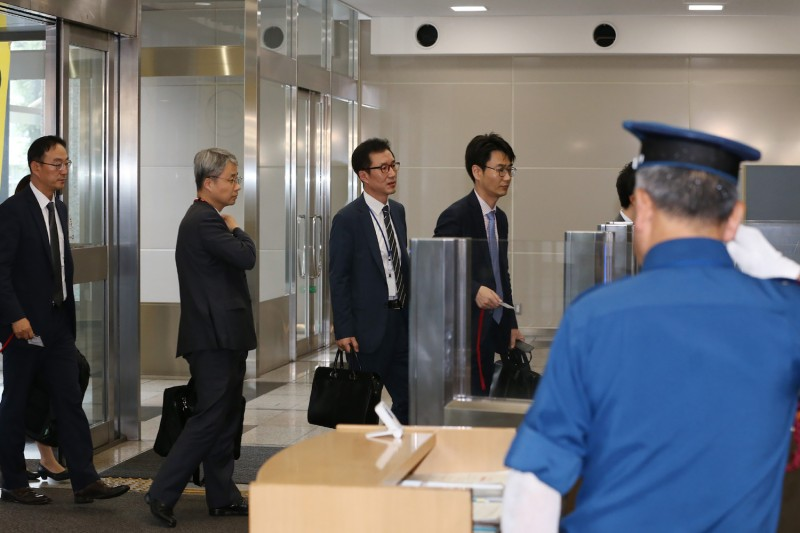 South Korean officials enter the Ministry of Economy, Trade, and Industry in Tokyo to hold talks with their Japanese counterparts on July 12.
